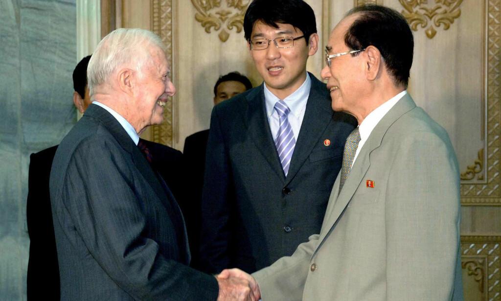 «Vil holde fredssamtaler»: Den tidligere amerikanske presidenten Jimmy Carter har besøkt det lukkede regimet ved en rekke tidligere anledninger. Nå skal han ha et ønske om å reise tilbake for å framforhandle fred. Her er han avbildet i 2010, i forbindelse med fremforhandlingen av løslatelsen av en amerikaner som ble holdt fanget i Nord-Korea. Foto: KCNA