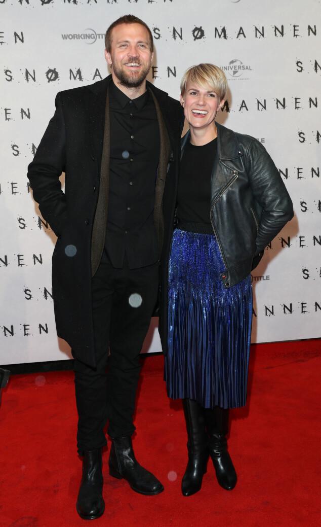 GLEDET SEG TIL FILMEN: Komiker Sigrid Bone Tusvik og skuespiller Tobias Santelmann hadde tatt turen for å se «Snømannen». Foto: Andreas Fadum/Se og Hør