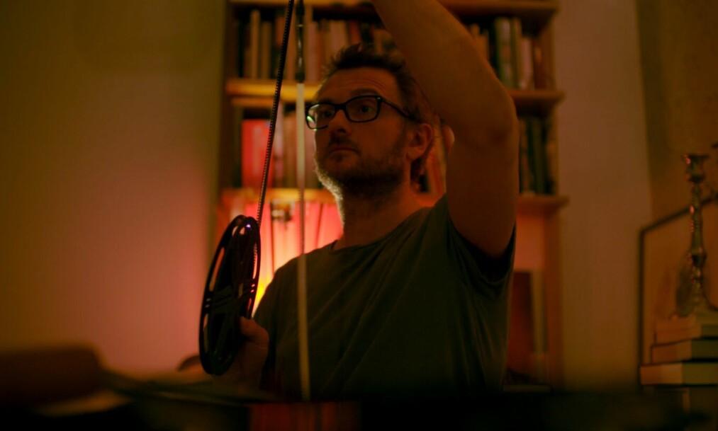 <strong>VOKSTE OPP MED ALKOHOLISERT MOR:</strong> I filmen «Natta pappa henta oss» får vi innblikk i hvordan livet var for den da elleve år gamle Steffan. Foto: Indie Film