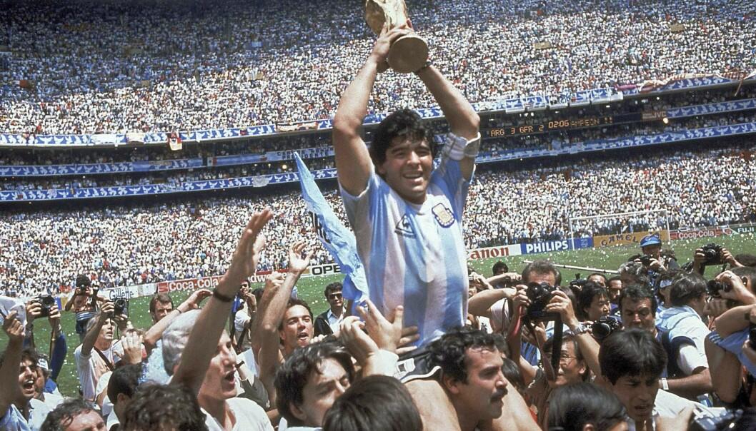 LEGENDE: Tidenes beste fotballspiller, Diego Maradona, vant VM i 1986 med Argentina. Foto: NTB Scanpix