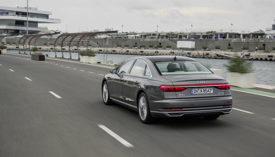 <strong>NY SIGNATUR:</strong> Baklyktene får en rød LED-strippe over hele bilens bredde. Dette vil vi få se på øvrige modeller fra merket også. Foto: Audi