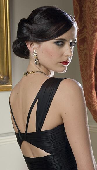 TRAKASSERT: Bond-babe Eva Green skal ha blitt trakassert av storprodusent Harvey Weinstein. Det forteller moren hennes i et nytt intervju. Foto: Sony Pictures / Filmweb