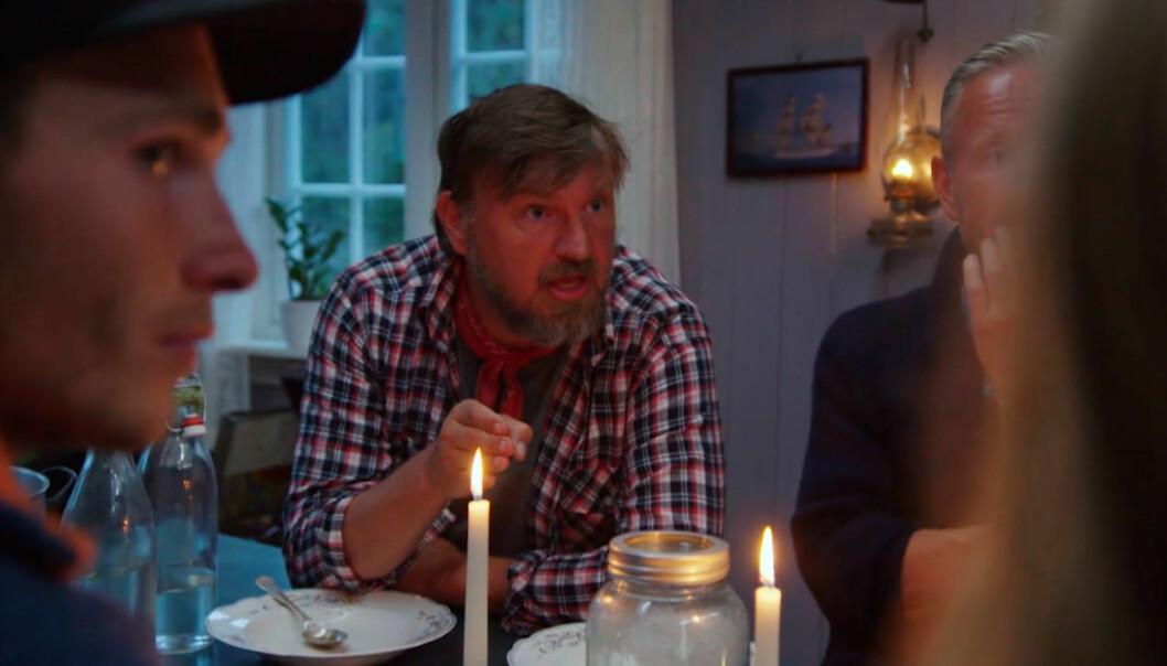 BLE SINT: Halvor Sveen (47) tente på alle plugger i gårsdagens episode. Her brøler han «kan jeg få lov til å snakke ferdig» mot Kristian Krubel Djupnes, som sitter på andre siden av bordet. Foto: TV 2
