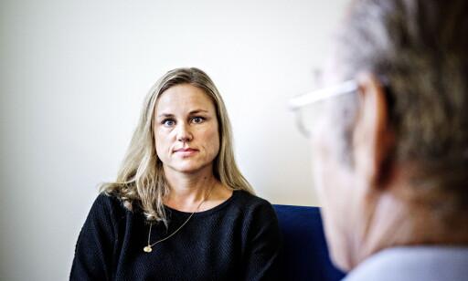 TA KONTAKT: - Mange vet ikke at man som pårørende kan få hjelp, sier Helga Braathen.