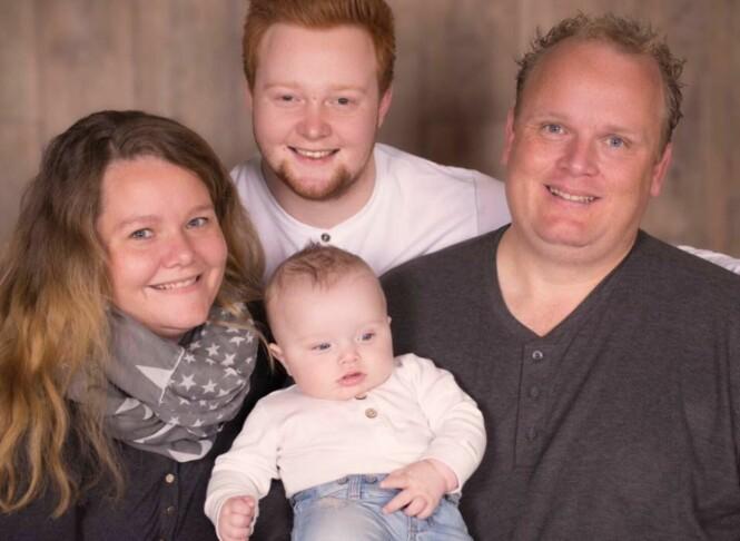 SÅRENDE: - Fordi jeg hadde sønnen min Christopher fra tidligere, var det lett for folk å spørre oss om når vi skulle ha et barn sammen, forteller Cecilie. Foto: Fotograf Sundsvold