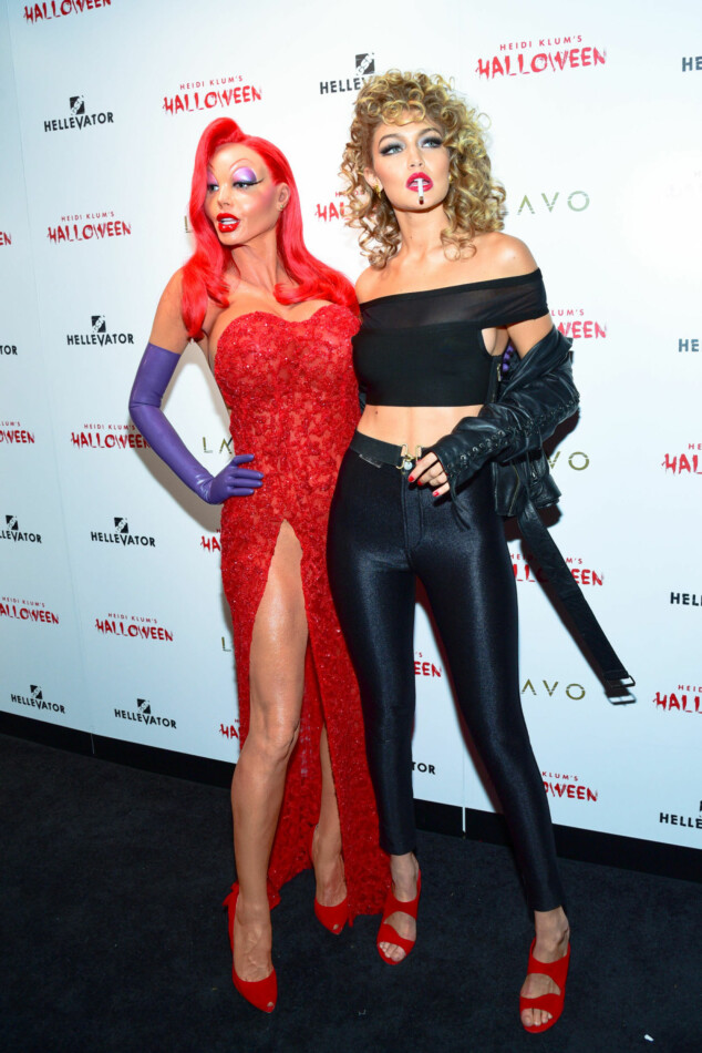 Heidi Klum (t.v.) som Jessica Rabbit og Gigi Hadid (t.h.) som Sandy fra Greece. Foto: Scanpix