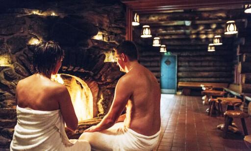PRIVAT SAUNA: Du er ikke i Finland uten at det er en sauna i nærheten. På dette hotellet kan du få din egen private, inne i igloen. Foto: Kakslauttanen Arctic Resort