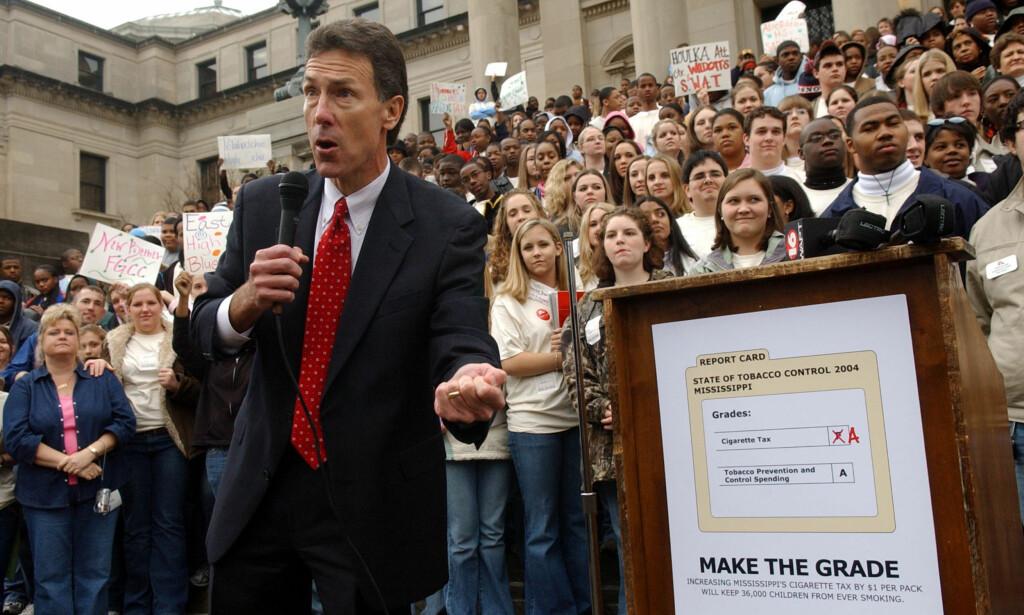 NY KRIG: Tidligere justisminister i Mississippi, Mike Moore, gikk til krig mot tobakksindustrien. Nå vil han gå til krig mot legemiddelindustrien. Foto: AP Photo/Rogelio Solis