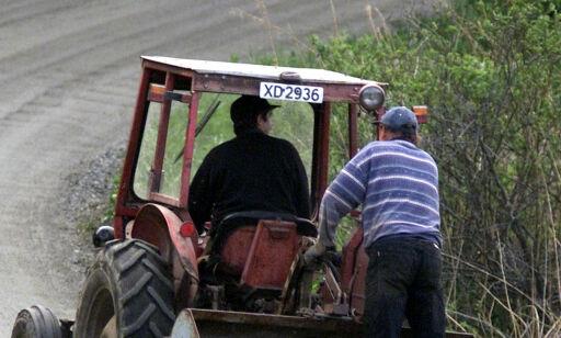 image: Vegvesenet ber bønder frakte traktoren på lastebil