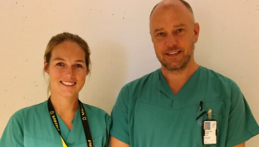 NY BEHANLDING: Lege Engelke Marie Randers og seksjonsleder Thomas Johan Kibsgård tar imot pasienter med bekkenleddsmerter. FOTO: OUS