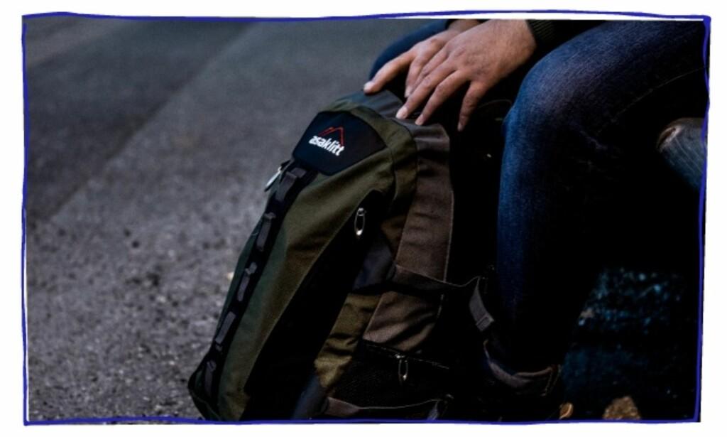 EIER LITE: I sekken har «Armin» pakket det aller viktigste: Noen klær, papirene sine, og en laptop. Foto: Christian Roth Christensen / Dagbladet