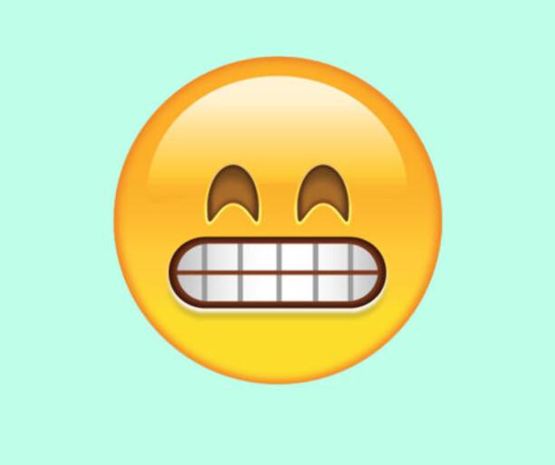 SUPERGLAD: Denne emojien har vi alltid tenkt på som «fake a smile»-symbol, men i virkeligheten skal den bare representere at man er skikkelig (!) blid.