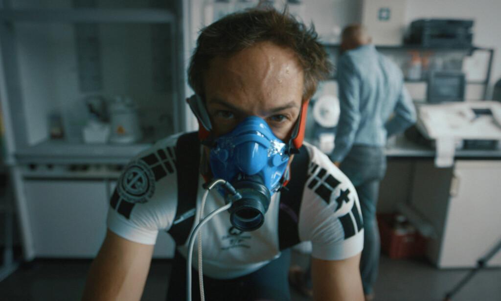 EKSPERIMENT: Bryan Fogel ville opprinnelig teste hvor lett det var å lure antidoping-systemet i den profesjonelle idretten. Siden tok dokumentaren hans en helt annen vending. Foto: Netflix