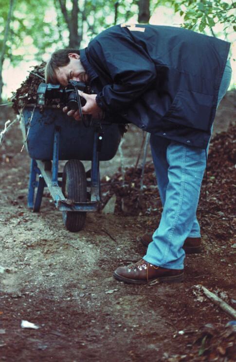 LETTE ETTER LEVNINGER: Etter at Dahmer tilsto og beskrev hva han hadde gjort med likene dro politiet blant annet tilbake til familiehjemmet i Ohio på jakt etter levninger fra de uskyldige ofrene. Foto: NTB Scanpix