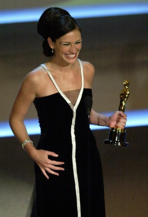 Dette er fra den 73. utdelingen av Academy Awards i Los Angeles i 2001. Roberts vant for rollen som «Erin Brockovich».