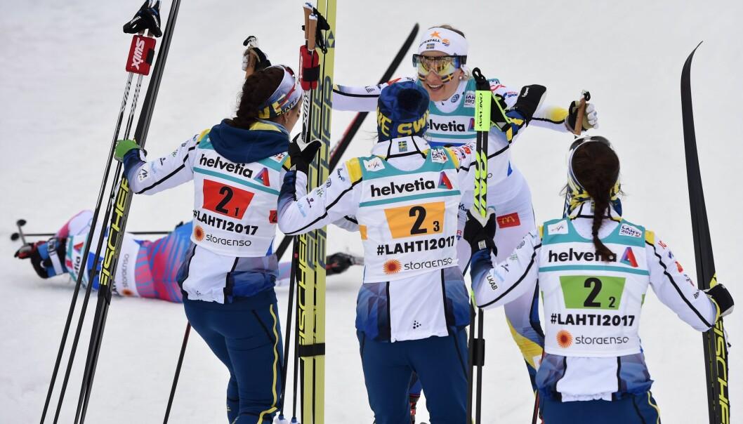 <strong>STADIG FRAMGANG:</strong> DE svenske jentene Anna Haag, Ebba Andersson, Stina Nilsson og Charlotte Kalla jubler etter VM-sølvet i 4x5km stafett sist vinter. Nå kommer snart den individuelle seieren igjen. FOTO:AFP / Christof Stache