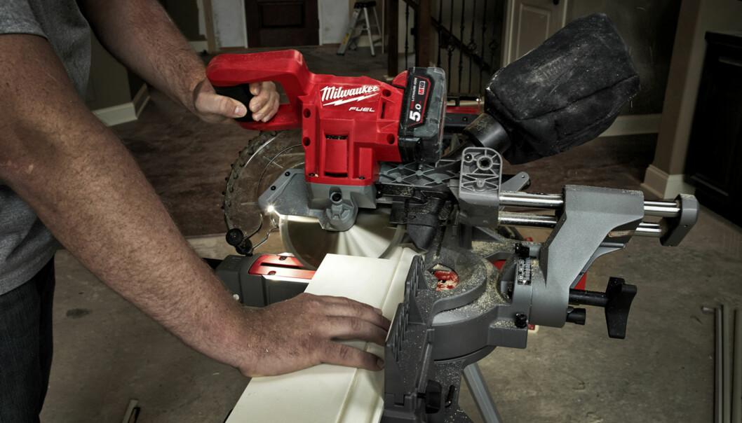 <strong>Lett:</strong> Sagen fra Milwaukee har 190 mm bladdiameter og veier 12,7 kg. M118 FUEL 190 mm kapp/gjærsag. Pris: Ikke fastsatt Foto: produsenten