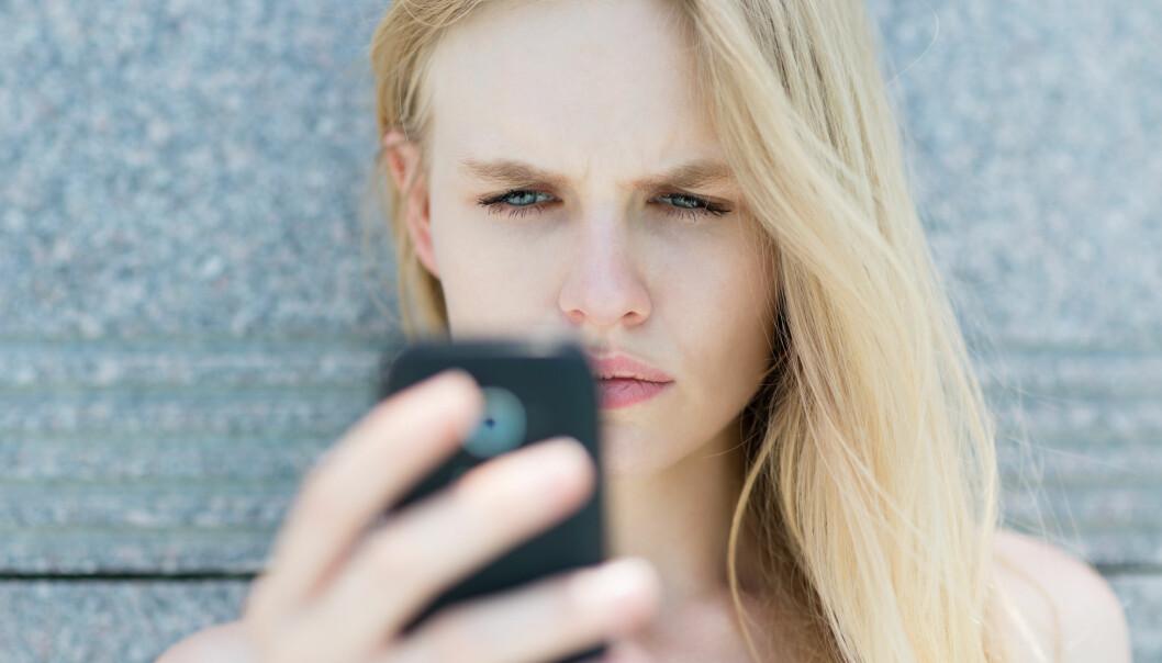 TENKE NEGATIVT: Tenker du ofte negativt og klarer ikke å snu det? Negative kommentarer skaper ofte sterkere følelser og indre bilder i oss. FOTO: NTB scanpix