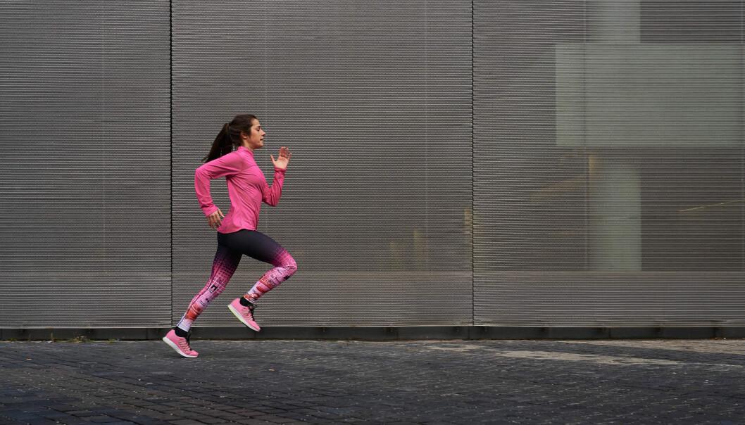 RYGGSMERTER: Ryggsmerter i løpesesongen kan ha med både teknikk, styrke og intensitet på treningen å gjøre. FOTO: NTB Scanpix