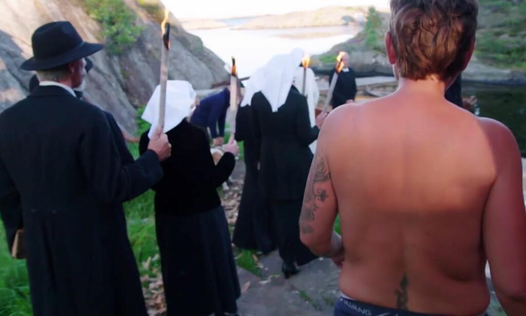 SA TYDELIG FRA: «Farmen»-deltaker Eunike Hoksrød synes ikke det var greit at den religiøse gruppen dukket opp inne på gården. Måten hennes å si fra på, var ved å vise «alt». Det reagerer enkelte på. Foto: TV 2