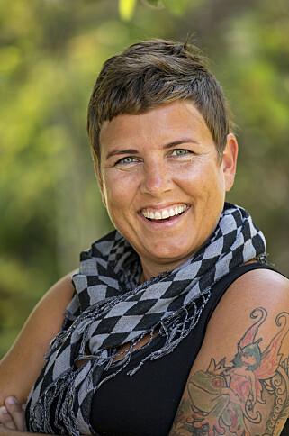 TYDELIG STANDPUNKT: Miljøarbeider Eunike Hoksrød (39) angrer ikke på stuntet, selv om enkelte tok mente det var feil av henne. Foto: Tor Lindseth