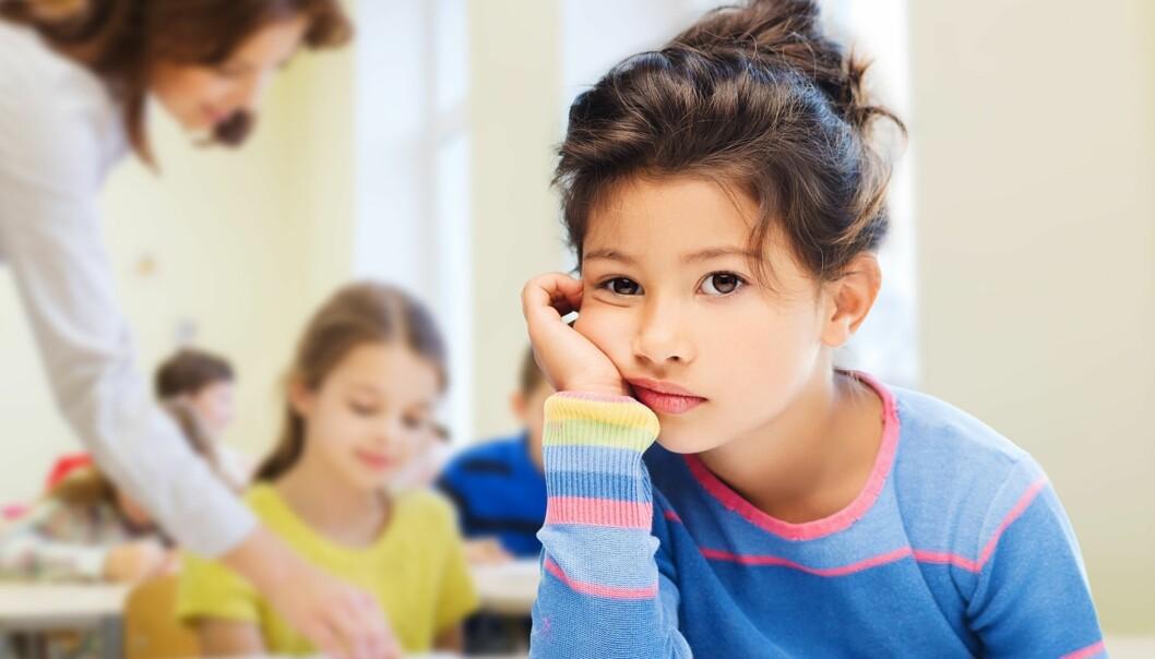 SER IKKE POENGET MED UNDERVISNINGEN: Evnerike barn kjeder seg ofte ved rutineoppgaver og kan være kritiske ovenfor andre, særlig lærere som ikke er gode nok i faget sitt. Foto: Syda Productions/NTB Scanpix