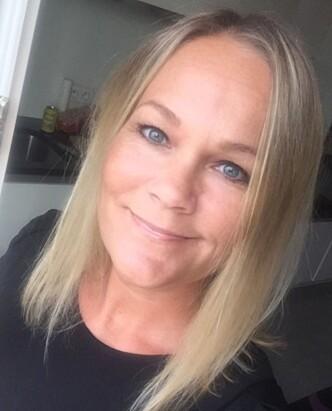 LAR FØDEKVINNEN STYRE: Jordmor Kristina Jacobsen etterkommer alltid kvinnens ønske om å ta imot barnet selv, dersom det er mulig i situasjonen. Foto: Privat