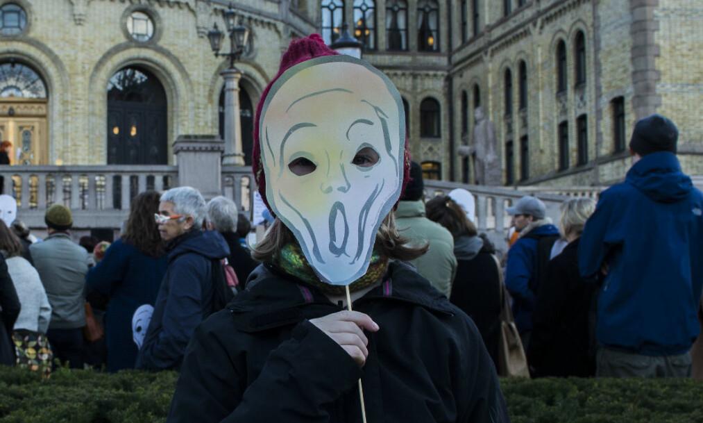 <strong>PROTESTERER:</strong> Kunstnere mener de har fått en svekket økonomi under den nåværende regjeringen. Foto: Mariam Butt / NTB scanpix