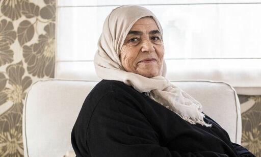 image: Fatima (76) raser etter å ha blitt snikfotografert: - Jeg orket ikke gå ut neste dag