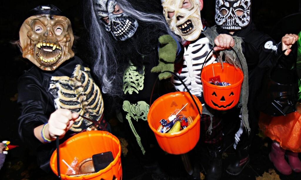 HALLOWEEN: For de minste er 31. oktober en skummel opplevelse satt i trygge rammer. Det er en del av vår norske kultur. Foto: NTB Scanpix