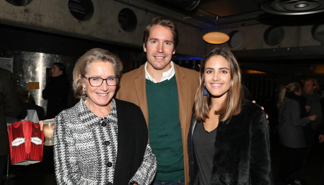 SVIGERMOR: Samanta Skogrand inviterte også med svigermor på premieren sammen med kjæresten Emil Hegle Svendsen.