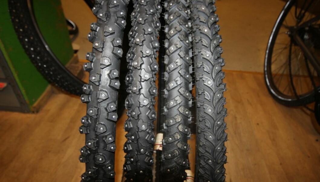<strong>VALGETS KVALER:</strong> Her ser du sykkel-piggdekk med henholdsvis 294, 240, 160 og 106 pigger. Hva du skal velge avhenger av hvor du skal kjøre. Foto: Thomas Strzelecki
