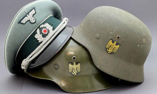 image: Jan (54) drar landet rundt og kjøper tyske nazi-hjelmer. - Jeg kaller det Tredje rike-effekter