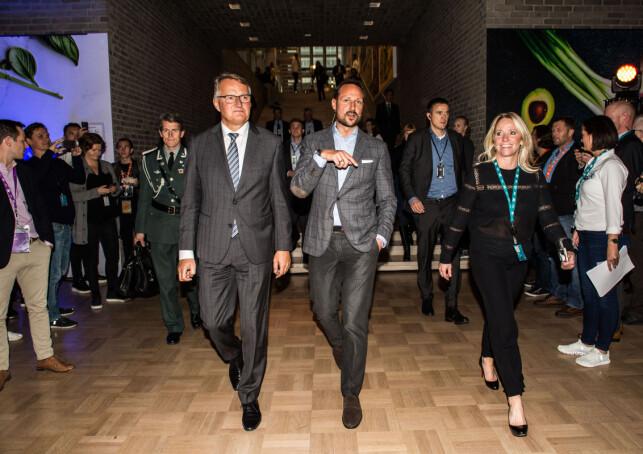 HOS GIVER: Kronprins Haakon har flere ganger stilt på bedriftsbesøk og andre arrangementer med DNB. Her på en gründerkonferanse i år. Foto: Mariam Butt / NTB scanpix