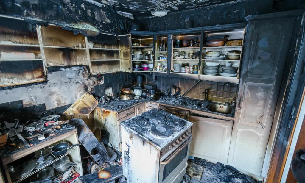 komfyr branner brannvesenet sl r alarm kning i t rrkok. Black Bedroom Furniture Sets. Home Design Ideas