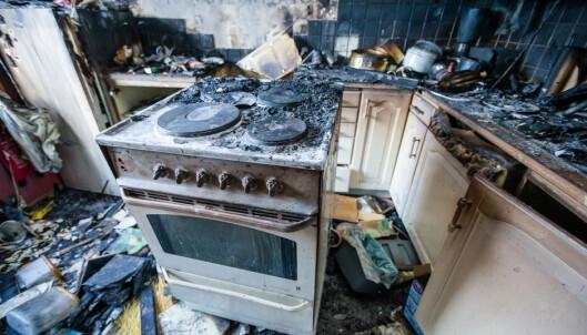 <strong>BRANN:</strong> Etter at kvinnen som bodde i denne leiligheten kom ut av dusjen, ble hun overrasket av røyken i leiligheten. Hendelsen skjedde i januar i år. Foto: Oslo brann - og redningsetat.