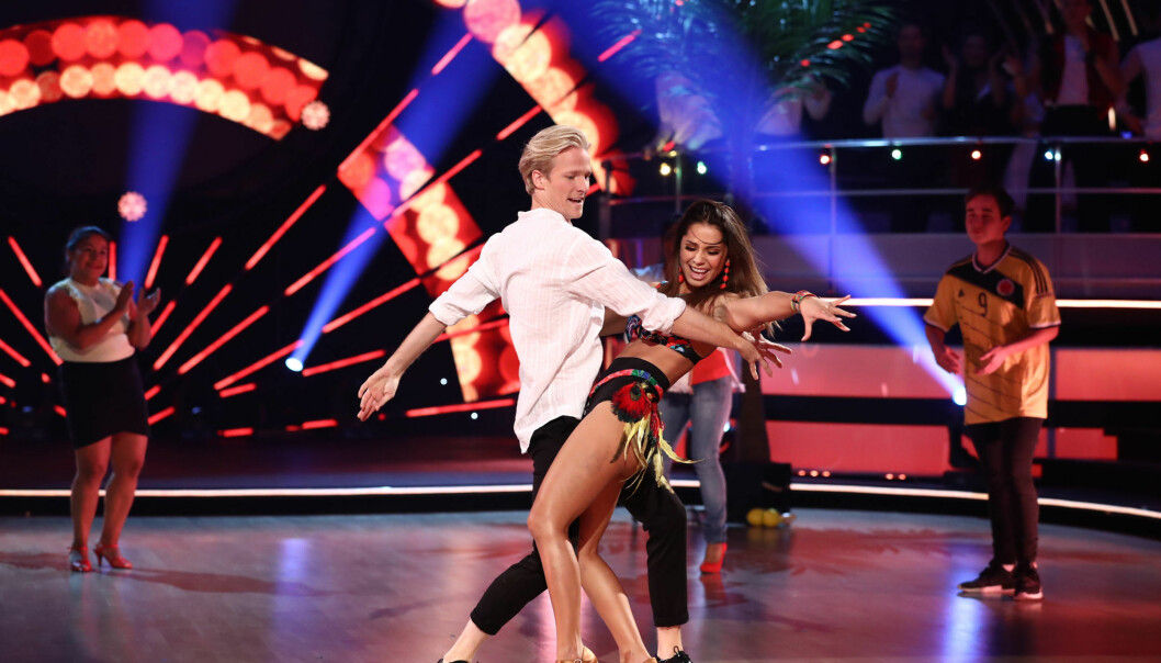 <strong>BLE DÅRLIG:</strong> Jorun Stiansen ble dårlig under sending, men skjulte det godt og høstet gode kritikker for sin colombiansk-inspirerte dans. Foto: Thomas Reisæter/TV2