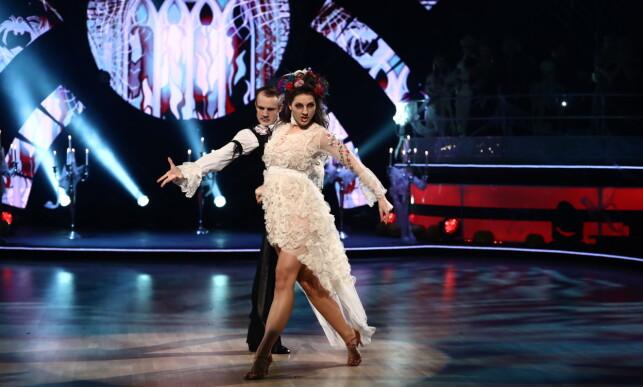 UTE: Ida og Benjamin fikk skryt av dommerne for kveldens dans men måtte forlate kokurransen. Foto: TV 2