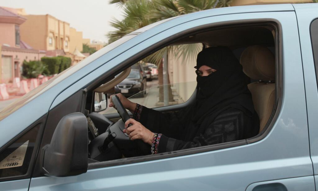 MODIG KVINNE: Aziza Yousef er en av dem som har satt seg bak rattet i Saudi-Arabia for å utfordre landets mannlige herskere Foto: Hasan Jamali/AP/NTB Scanpix