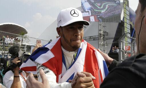 image: Hamilton krasjet i første sving - sikret seg likevel verdensmestertittelen