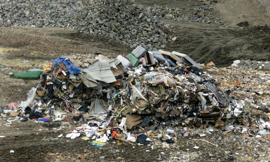 KRAV: Fra og med 02. januar 2018 innføres det krav om å levere restavfall løst eller i gjennomsiktige plastposer til gjenvinningsstasjoner i flere fylker i landet. Illustrasjonsbilde: Bjørn Sigurdsøn / NTB Scanpix.