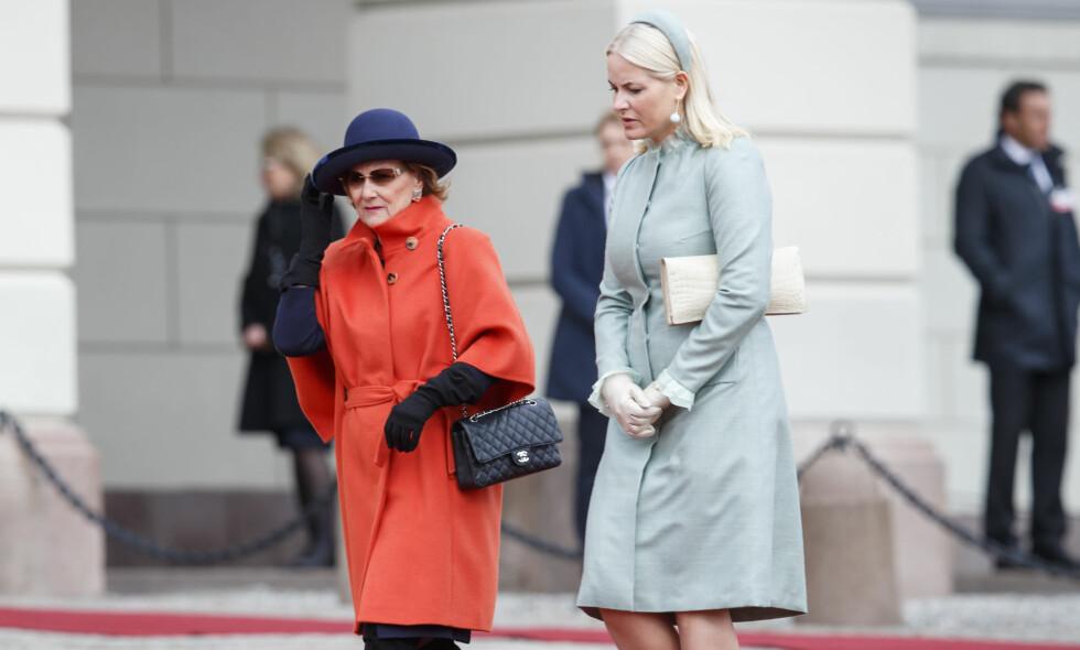 OVERTAR: Dronning Sonja har meldt avbud fra to opptredener tirsdag 31. oktober. Derfor har kronprinsesse Mette-Marit sagt seg villig til å overta hennes oppgaver. Foto: NTB scanpix