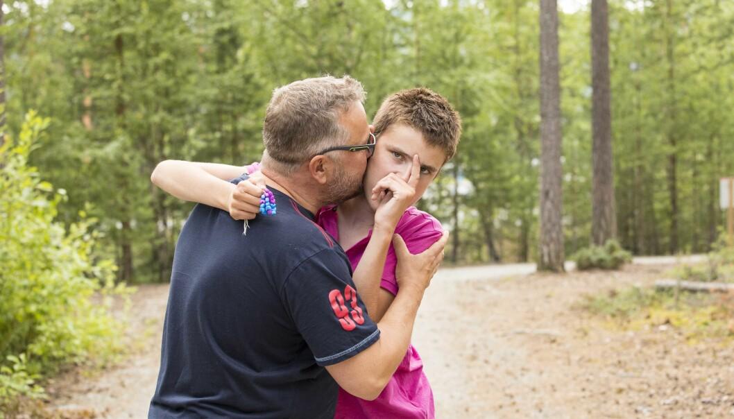 STERKE BÅND: Andreas er en snill gutt som vil ha mye kos og kjærlighet. Pappa Truls er stolt av sønnen. Foto: Tor Lindseth