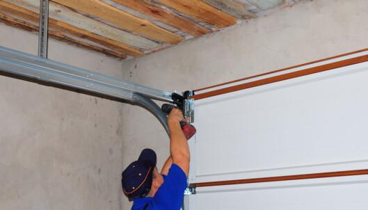 <strong>FORBEREDELSER:</strong> Om du skal oppgradere strømmen i garasjen, kan det være lurt å installere ferdig opplegg for elbillader. Foto: adovan1/Shutterstock /NTB scanpix