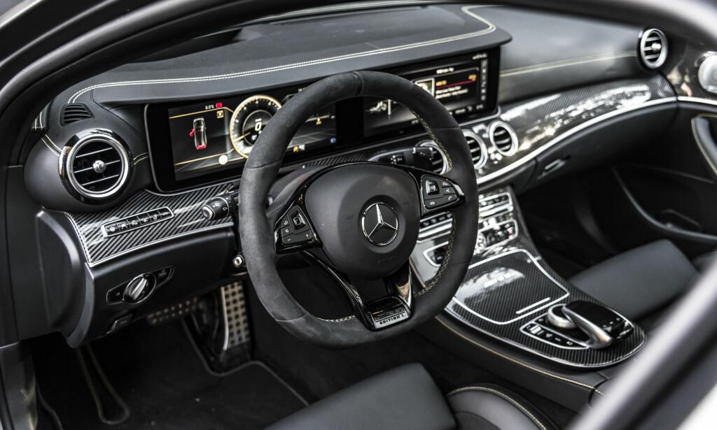 OSER SPORT: Det svært luksuriøse førermiljøet fra Mercedes-Benz får i AMG-versjonen en solid innsprøytning racing-stemning. Foto: Jamieson Pothecary