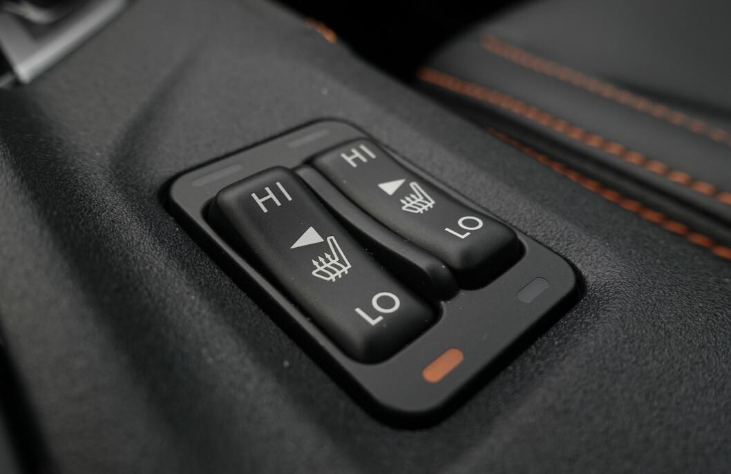 <strong>VIPPEBRYTERE:</strong> Det kan virke som om Subaru har kjøpt inn et lager av disse bryterne. De virker ikke helt moderne i 2017, men gjør nytta. Foto: Rune M. Nesheim