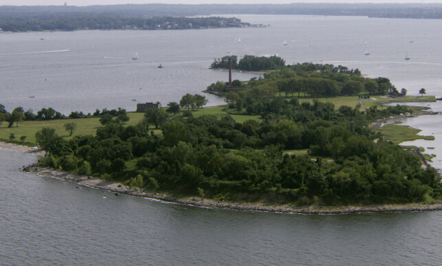 HART ISLAND: Den lille øya utenfor New York ser ved første øyekast idyllisk. Sannheten er at dette er verdens største massegrav. Over en million mennesker, de fleste av dem uidentifiserte, ligger begravet her. Foto: ©2017 Alan Sicherman courtesy I-vision / The Hart Island Project