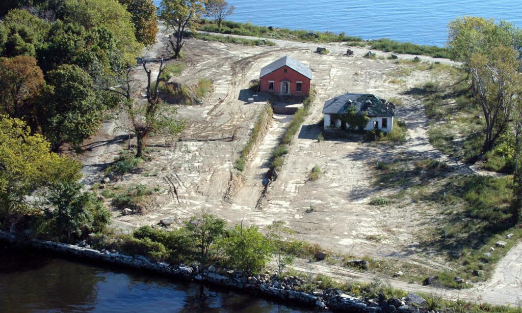 GRAVPLASS: En av massegravene på Hart Island. Foto: ©2010 Melinda Hunt Courtesy The Hart Island Project.