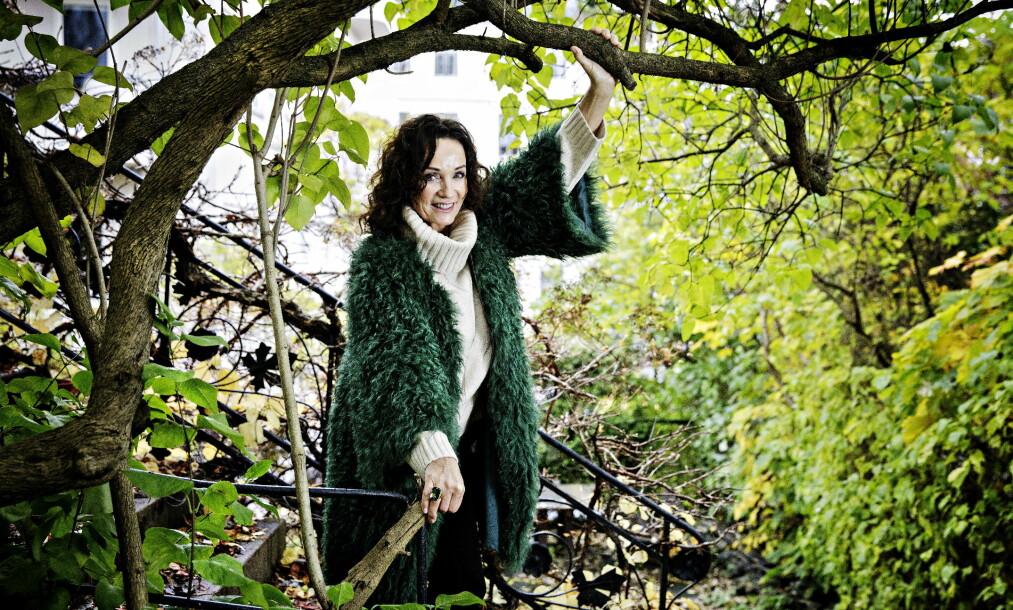 <strong>GRØNN LIVSTIL:</strong> Inger Lise Rypdal la om kostholdet etter hun fikk mange allergier for 30 år siden. Nå sverger hun til et grønt kosthold og daglige turer ute i naturen. Foto: Nina Hansen