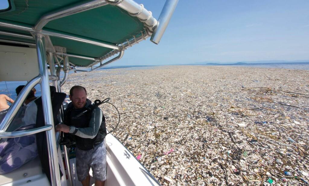 <b>FORSØPLING:</b> Overflaten er dekket av en blanding av organisk materiale og store mengder søppel. Foto: Caroline Power